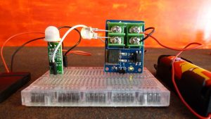 PIR and Mosfet on the Breadboard